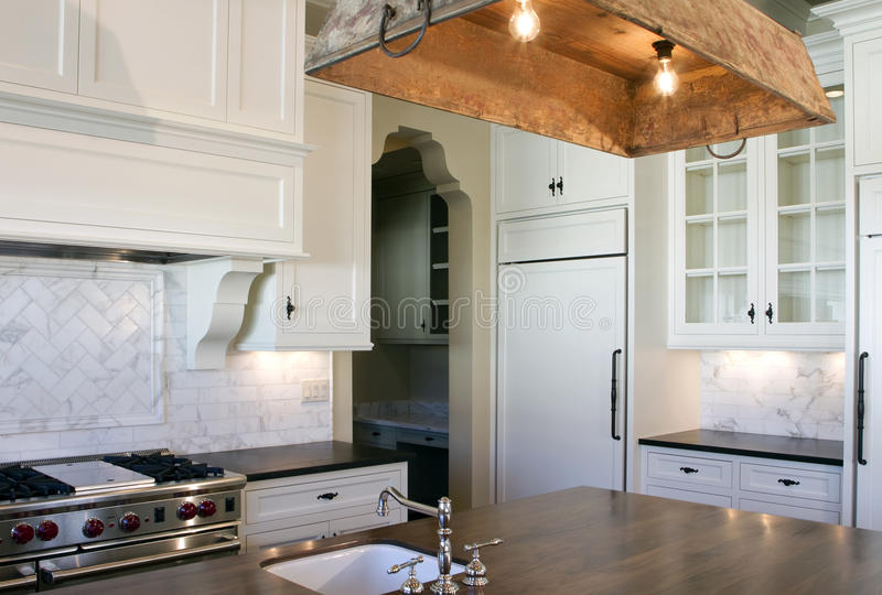 Download Cottage Style White Kitchen Royalty Free Stock Images - Image: 18045249