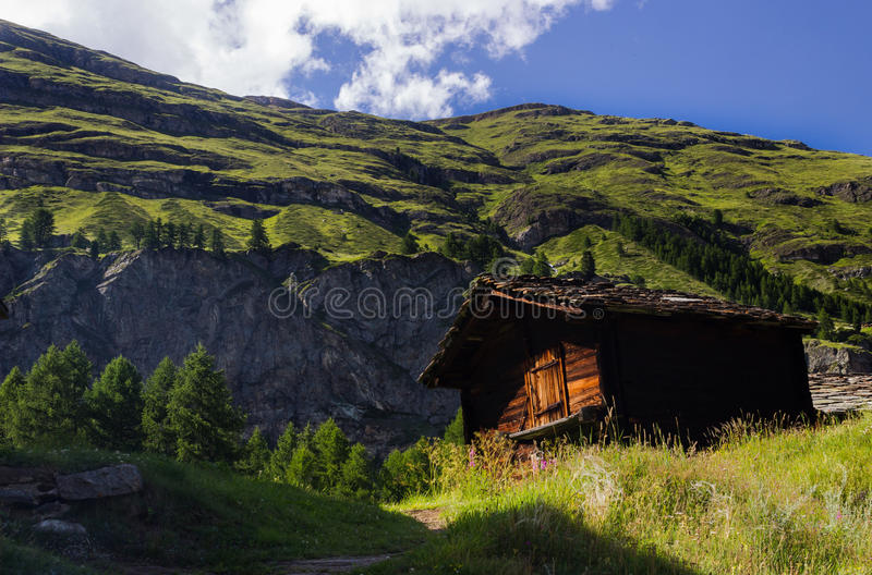 Cottage suisse photographie stock libre de droits