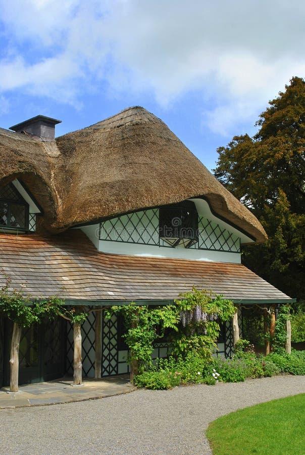 Cottage svizzero in Irlanda fotografia stock libera da diritti