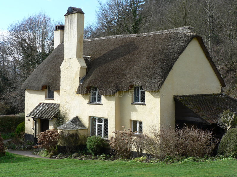 Cottage Thatched inglese tipico immagine stock libera da diritti