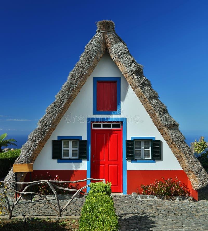 Cottage traditionnel dans Santana (Madère, Portugal) images libres de droits