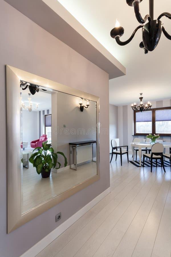 Cottage vibrant - miroir énorme photos libres de droits