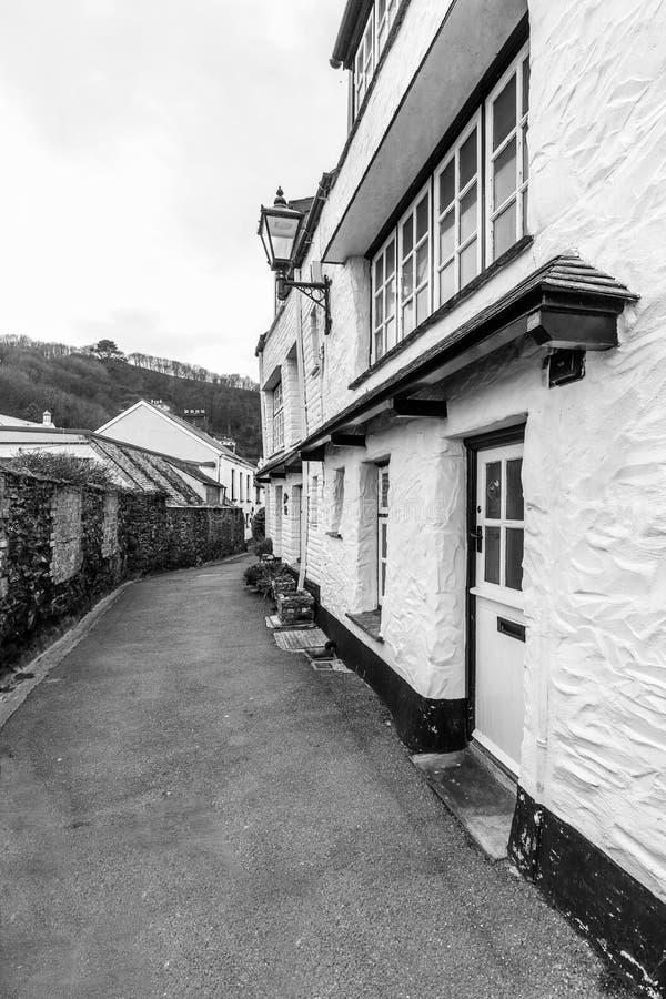 Cottages blancs de vacances dans le Polperro historique et étrange, les Cornouailles, R-U image libre de droits