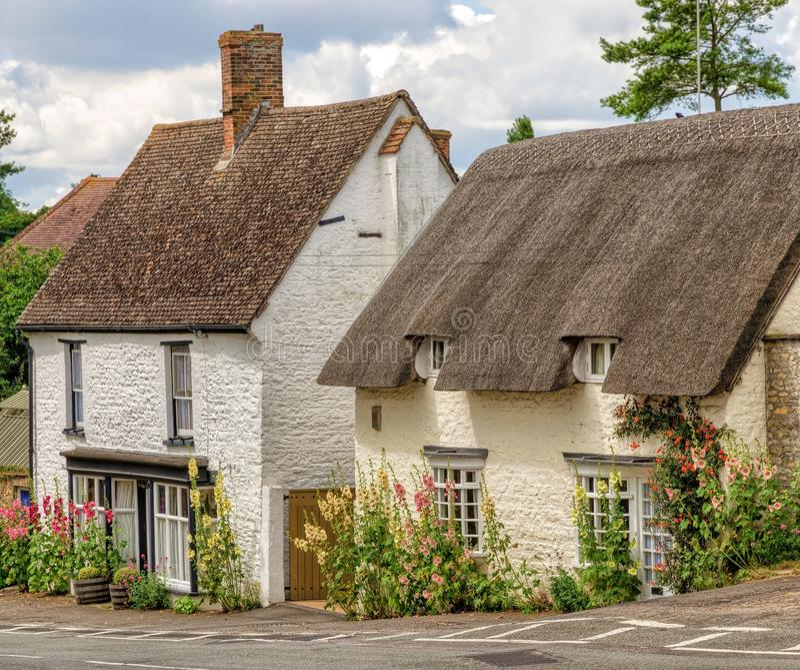 Cottages dans le grand village de Milton, Oxfordshire, Angleterre photo stock