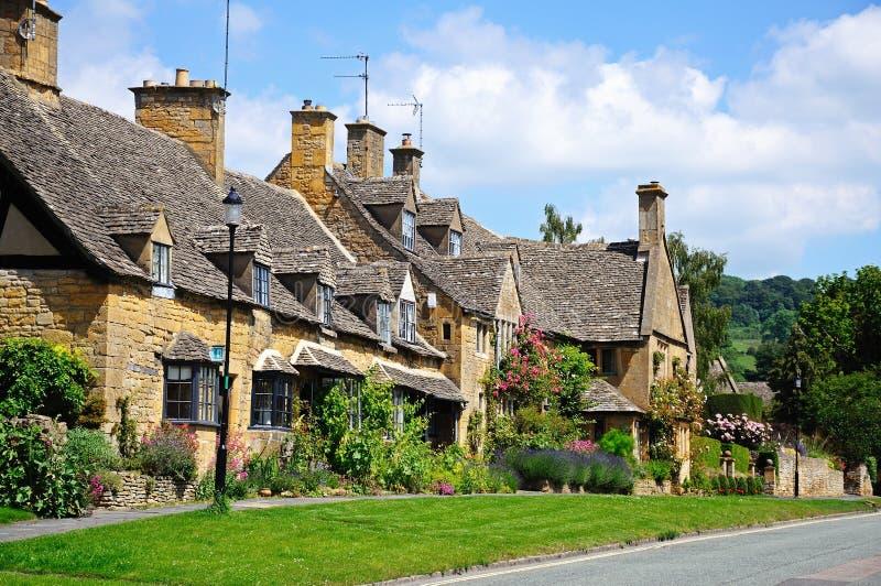 Cottages de village, Broadway image stock