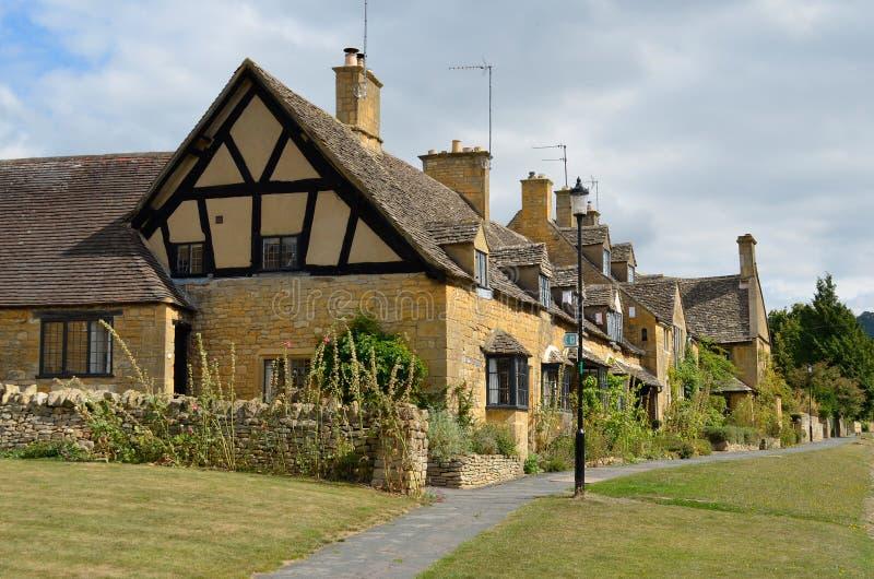 Cottages traditionnels de Cotswolds photo stock
