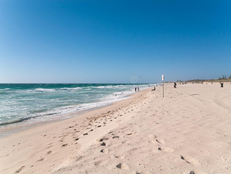 Cottesloe Beach, Western australia, with golden sand, blue sky and footprints photographie stock