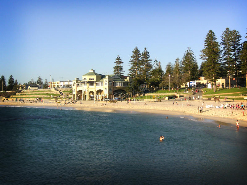 Cottesloe Strand in Perth, Westaustralien stockfotografie