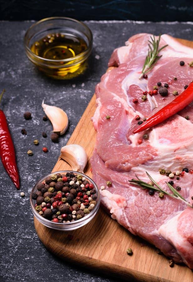 Cottura cruda della carne suina fotografie stock libere da diritti
