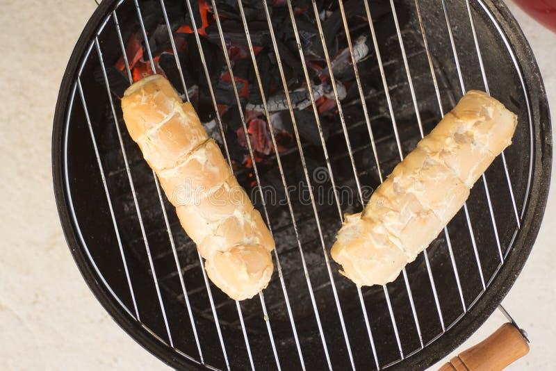 Cottura del pane all'aglio fotografia stock