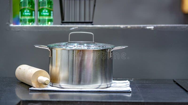 Cottura del set di strumenti dell'utensile della cucina fotografie stock