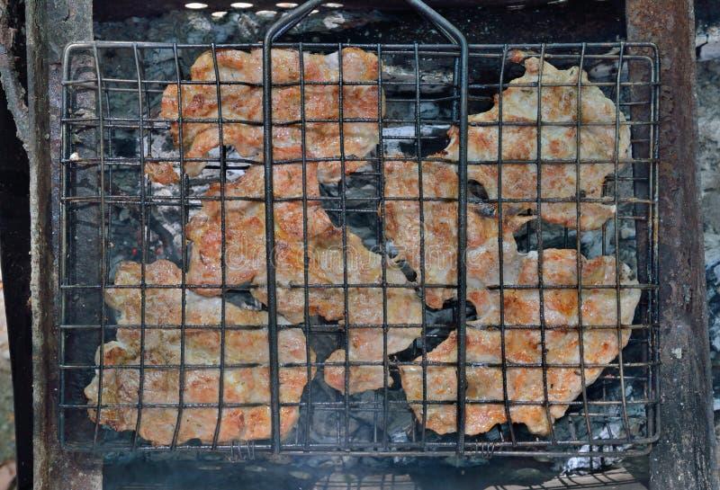 Cottura delle braciole di maiale 2 fotografia stock