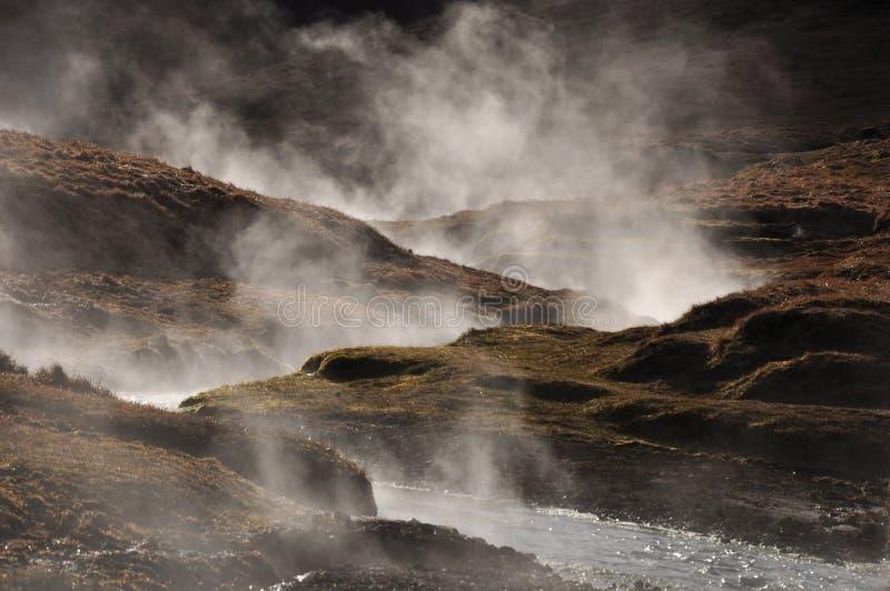 Cottura a vapore dell'acqua calda geotermica, l'Islanda fotografia stock
