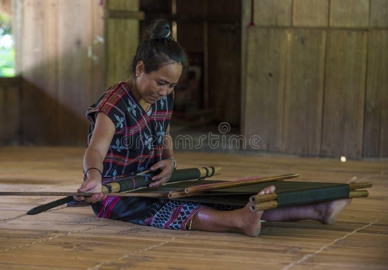 Cotu-ethnische Minderheit in Vietnam stockfotos