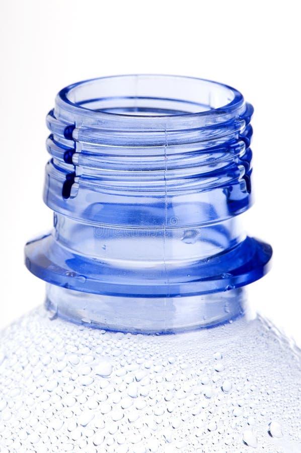Cou de bouteille en plastique bleue photos libres de droits