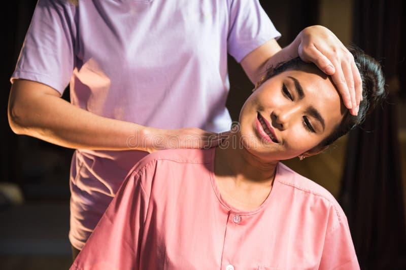 Cou et épaule thaïlandais de massage image libre de droits