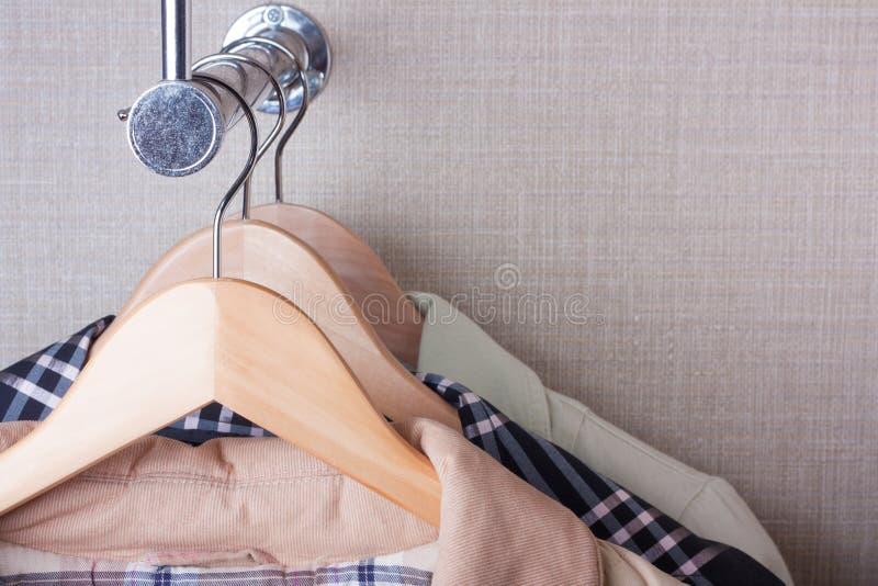 Couche-brides de fixation sur l'armoire photos libres de droits