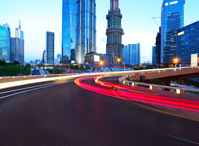 Couche de surface vide avec des bâtiments de ville de lujiazui de Changhaï photos libres de droits