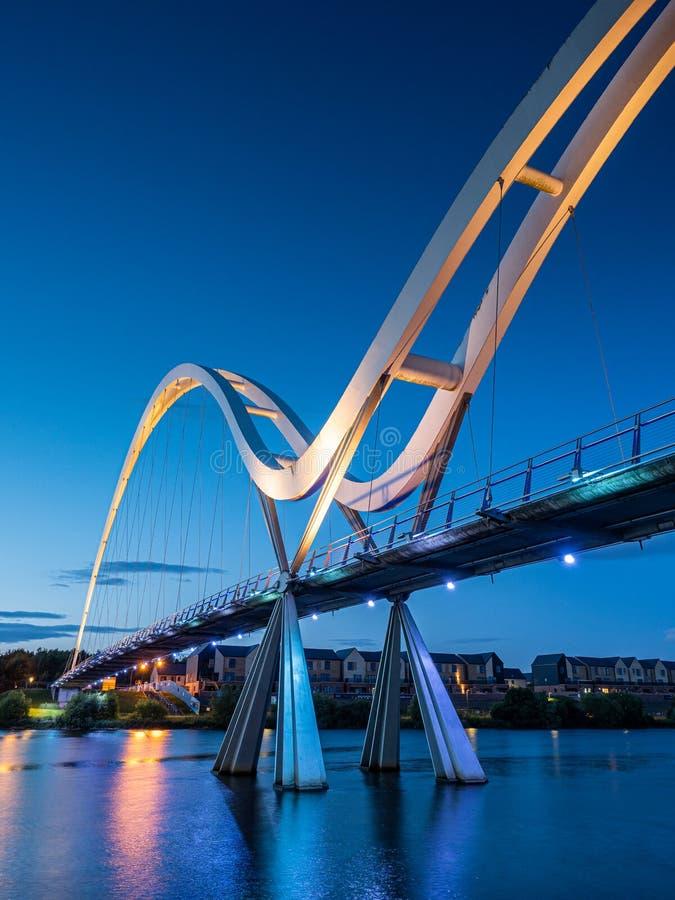 Coucher de soleil au pont Infinity sur la rivière Tees. Stockton-on-Tees photos libres de droits