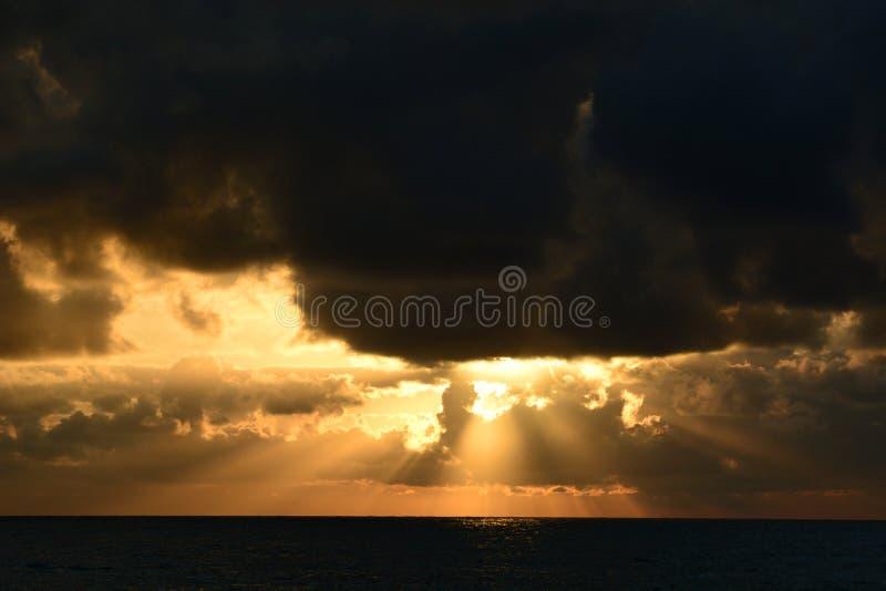 Coucher de soleil scénique Cavi di Lavagna Gouf de Tigullio Ligurie Italie photo stock