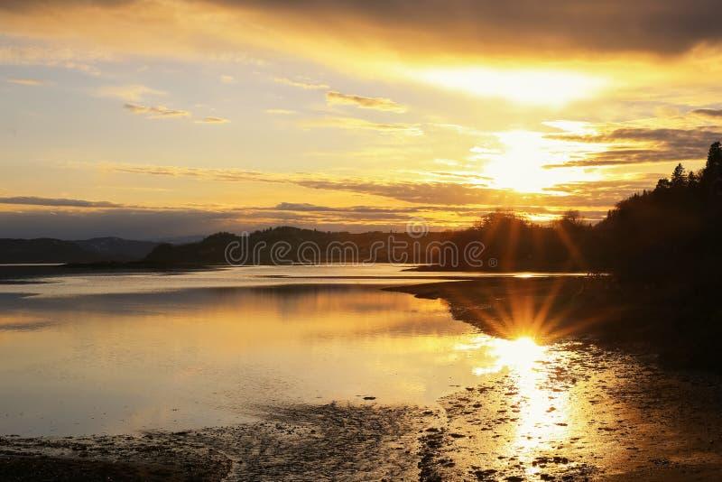 Coucher de soleil sur la rivière Gaula image stock