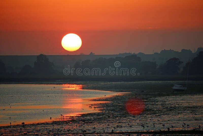 Coucher de soleil sur la rivière Stour photographie stock libre de droits