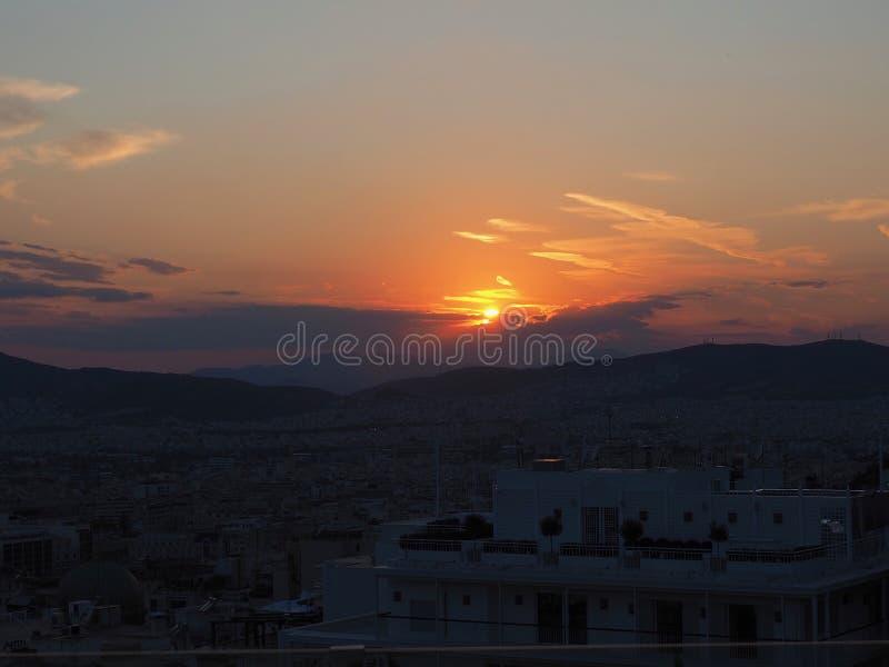 Coucher de soleil sur les collines d'Athènes, Grèce photos stock