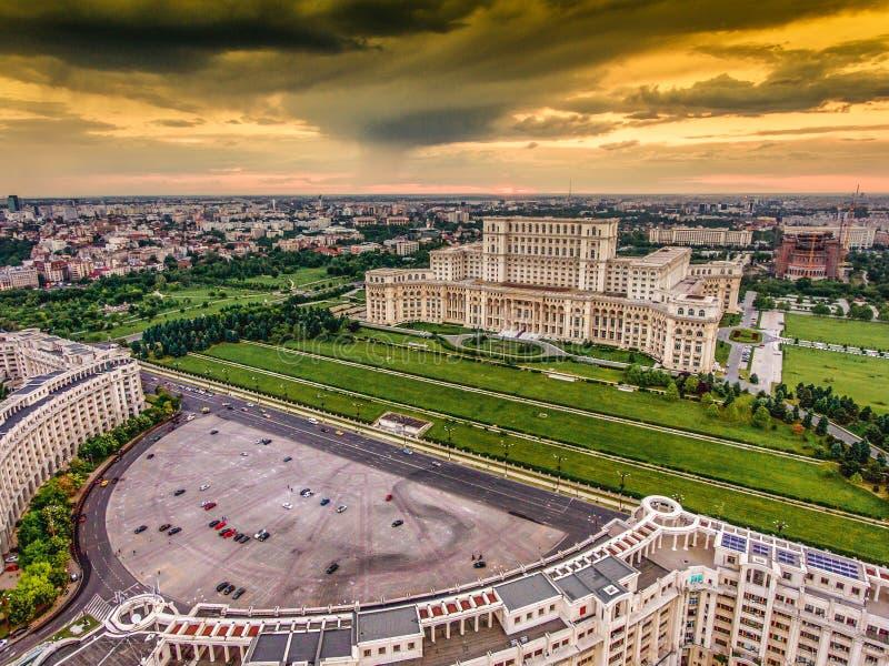 Coucher du soleil à Bucarest photos libres de droits