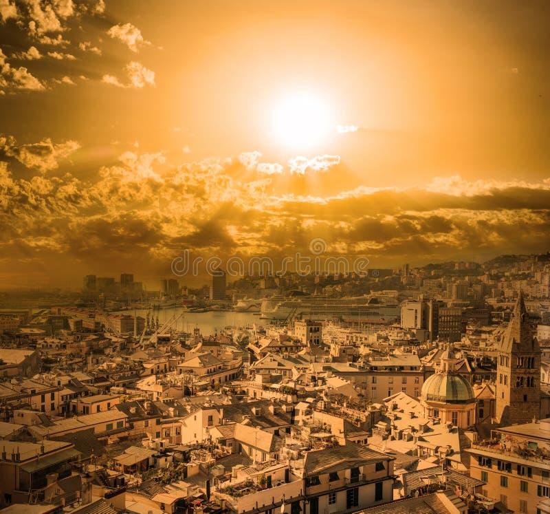 Coucher du soleil à Gênes, Italie photographie stock