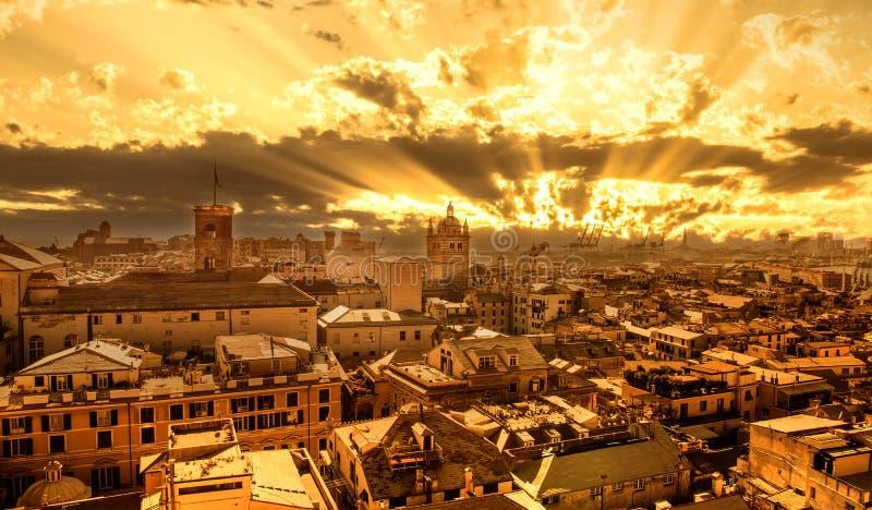 Coucher du soleil à Gênes, Italie image libre de droits