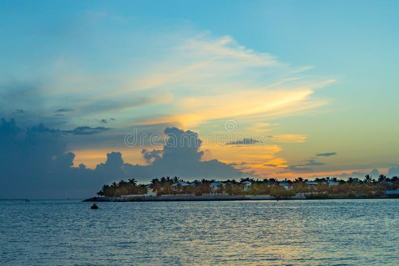 Coucher du soleil à Key West avec les nuages spectaculaires image libre de droits