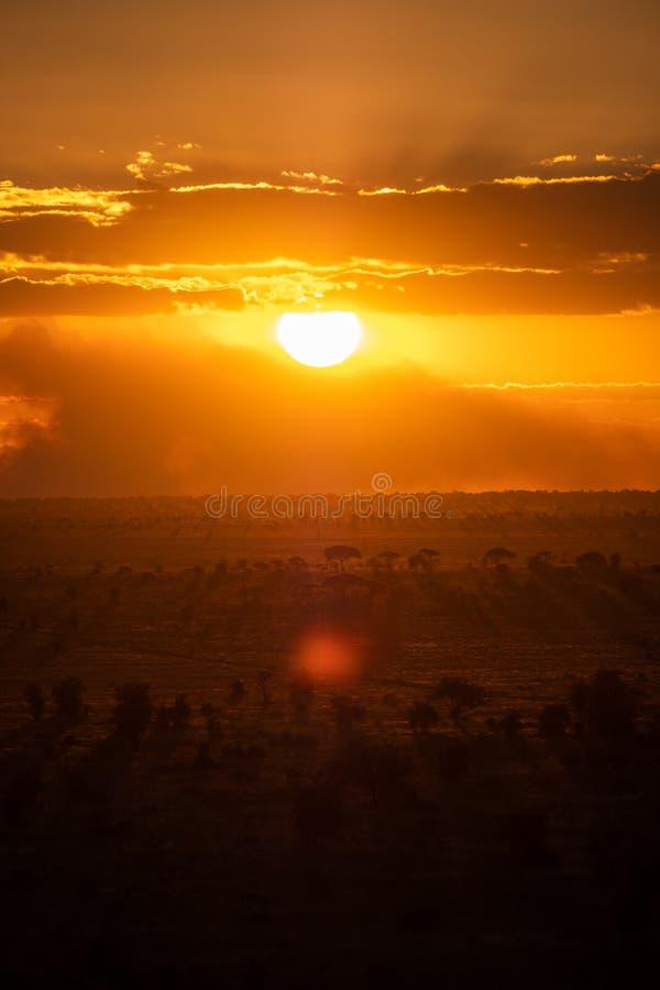 Coucher du soleil à l'ouest de Tsavo, Kenya image stock