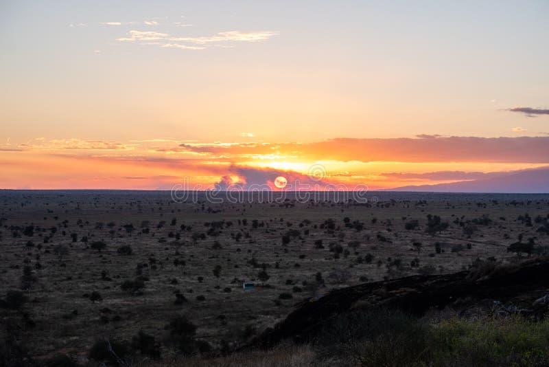 Coucher du soleil à l'ouest de Tsavo, Kenya photos libres de droits