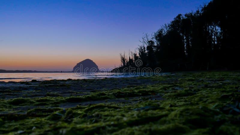 Coucher du soleil à la baie d'EL Morro, la Californie, Etats-Unis photos libres de droits