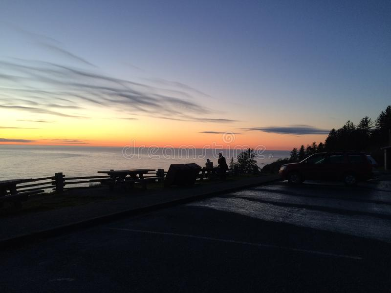 Coucher du soleil à la côte des parcs de ressortissant et d'état de séquoia image stock