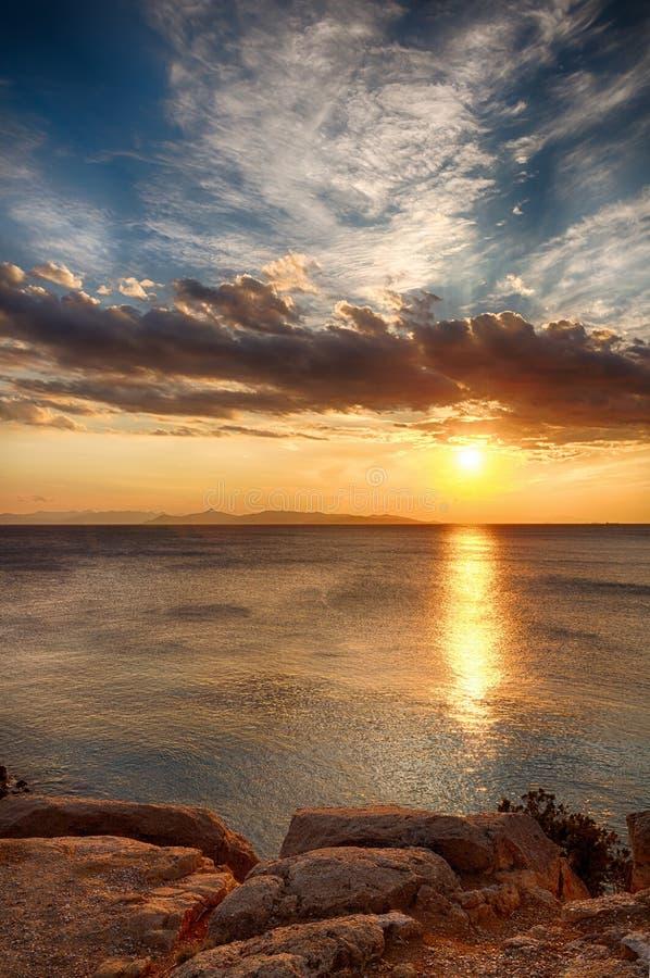 Coucher du soleil à la côte sud d'Athènes images libres de droits