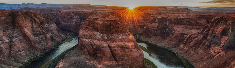 Coucher du soleil ? la courbure en fer ? cheval c?l?bre pr?s de la page, Arizona Etats-Unis photos libres de droits