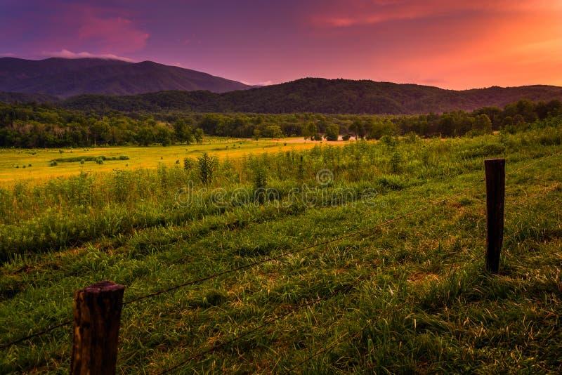 Coucher du soleil à la crique Cade, parc national de Great Smoky Mountains, Tenn image stock