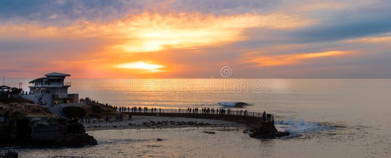 Coucher du soleil à la crique de La Jolla, San Diego, la Californie images stock