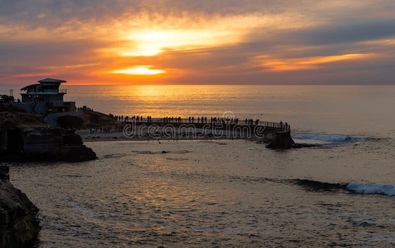 Coucher du soleil à la crique de La Jolla, San Diego, la Californie image libre de droits
