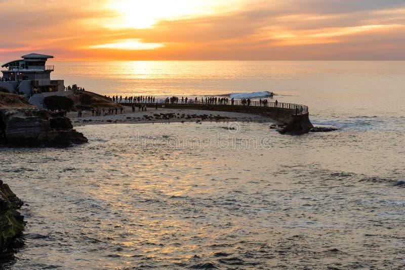 Coucher du soleil à la crique de La Jolla, San Diego, la Californie photos libres de droits