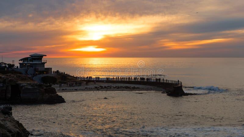 Coucher du soleil à la crique de La Jolla, San Diego, la Californie image stock