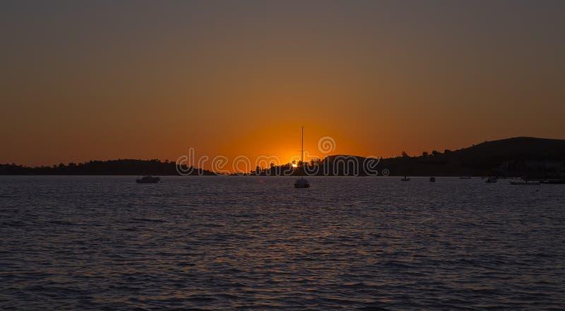 Coucher du soleil à la FOCA (Fokaiai) images stock