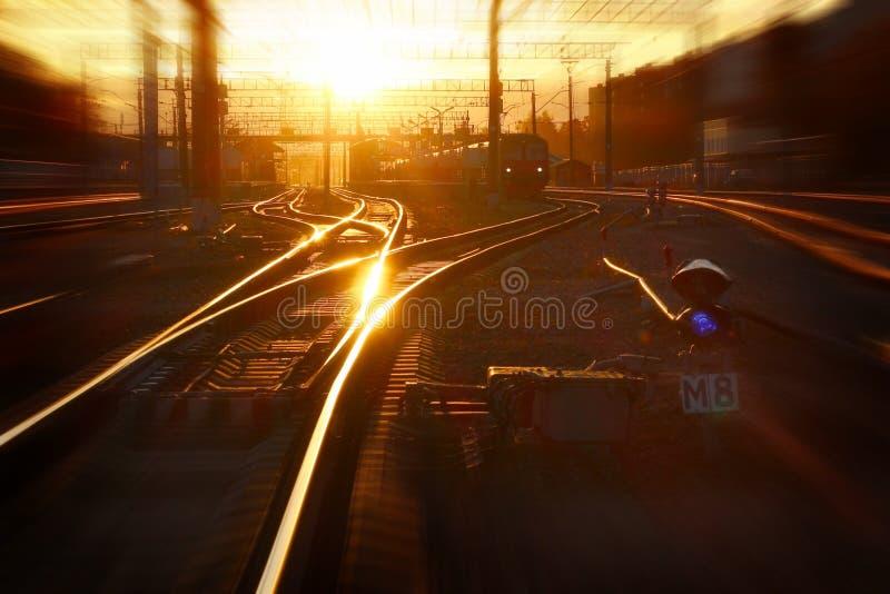 Coucher du soleil à la gare photo stock