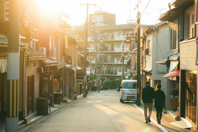 Coucher du soleil à la manière au temple de Kiyomizu-dera, Kyoto, Japon image libre de droits