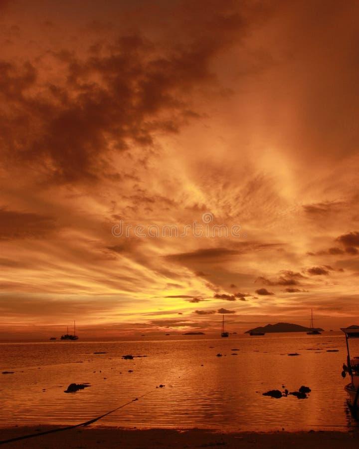 Coucher du soleil à la mer d'Andaman images libres de droits