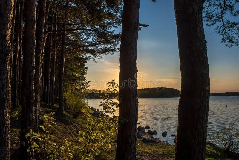 Coucher du soleil à la mer de Minsk images stock