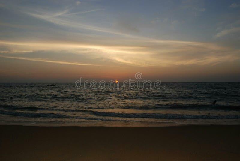 Coucher du soleil à la mer, océan images stock
