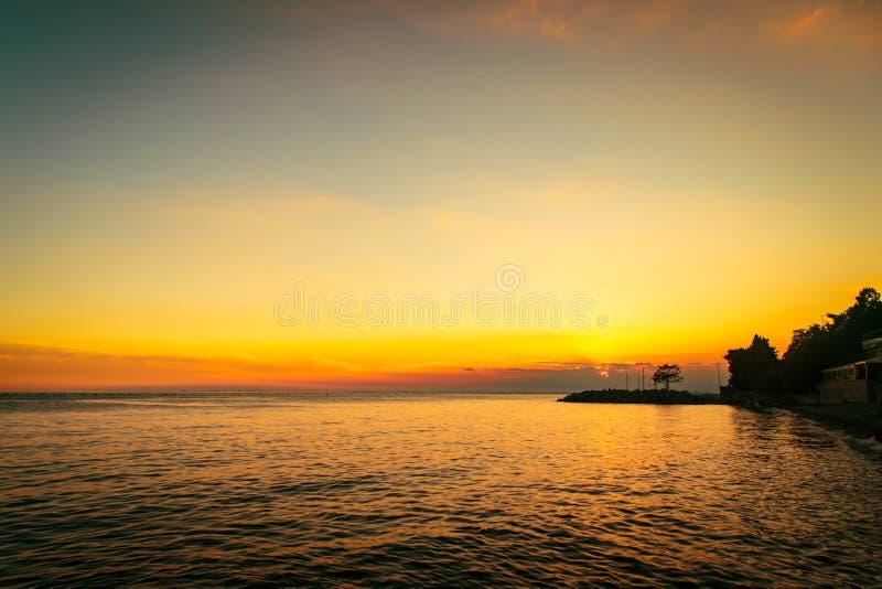 Coucher du soleil à la mer, Trieste photographie stock libre de droits