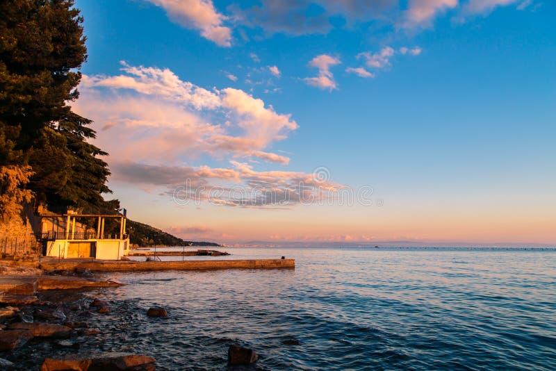 Coucher du soleil à la mer, Trieste images libres de droits